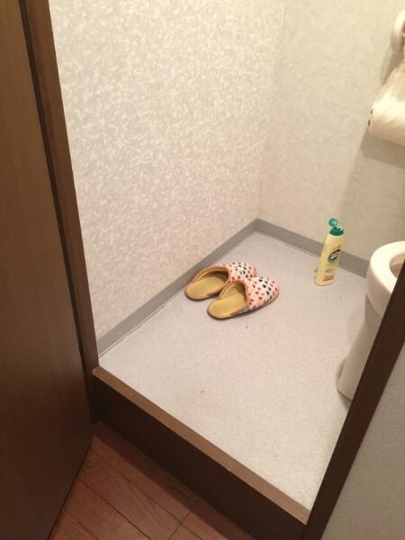 トイレをアクセントクロスにする前3